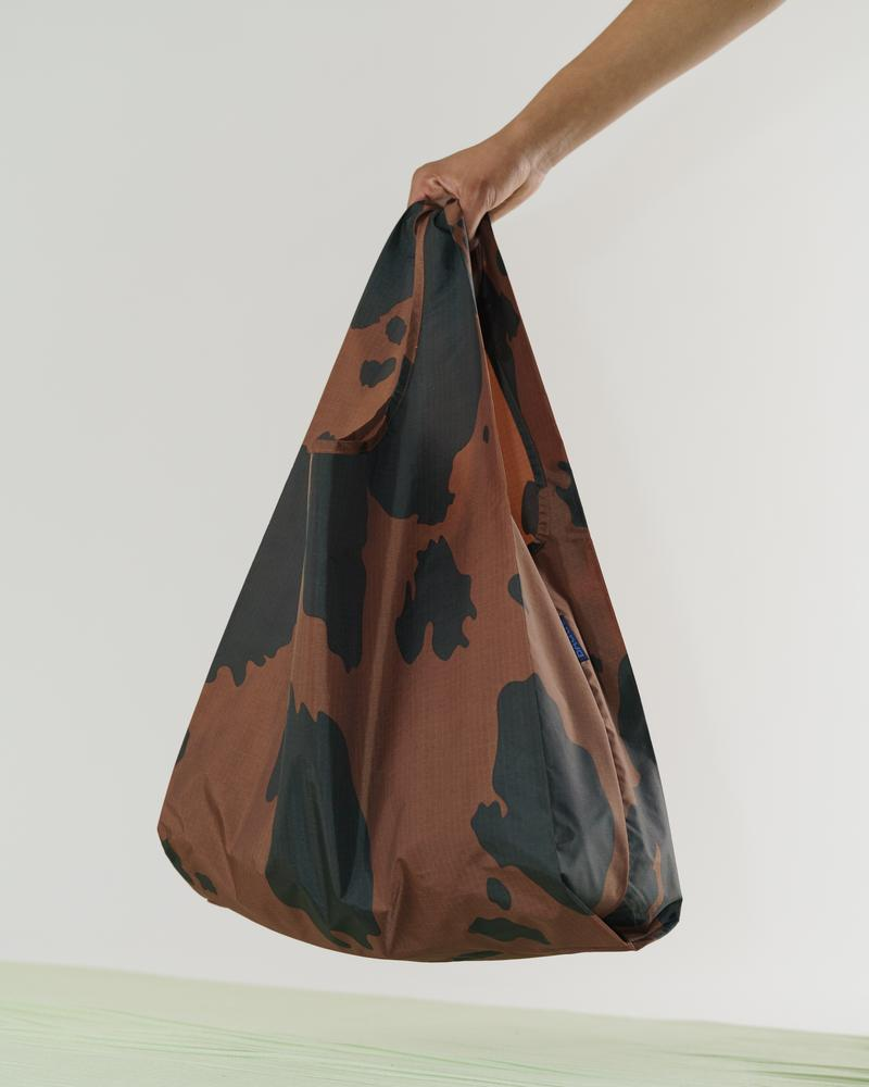BAGGU Standard Baggu (Black and Brown Cow). Worldwide Free Shipping - Singapore, Malaysia, Brunei, Indonesia, India, Japan, Hong Kong, USA, UAE and Europe!