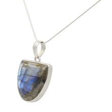 Load image into Gallery viewer, Beutiful Semi-Oval Labradorite Pendant