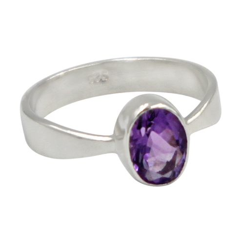 A very delicate ring in sterling silver with a small faceted oval Amethyst stone.