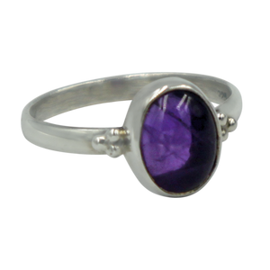 A simple and slightly ethnic ring with a large oval cabochon stone which can be used for everyday wearing