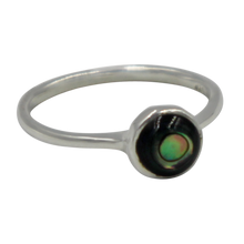 Load image into Gallery viewer, Thin band sterling silver ring with round Abalone  head
