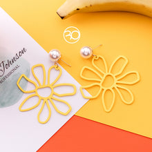 Laden Sie das Bild in den Galerie-Viewer, Energy Sunflower Earrings USA