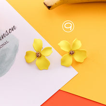 Laden Sie das Bild in den Galerie-Viewer, Energy Sunflower Earrings Online