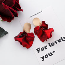 Load image into Gallery viewer, Passionate Rose Earrings