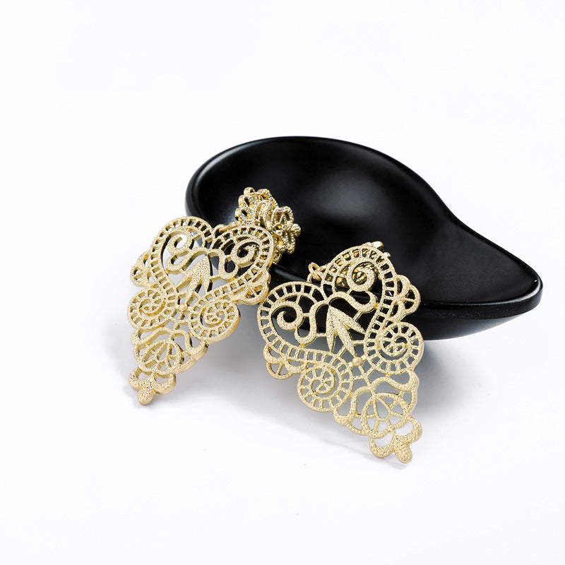 Vintage Alloy Hollow Flower Stud Earrings