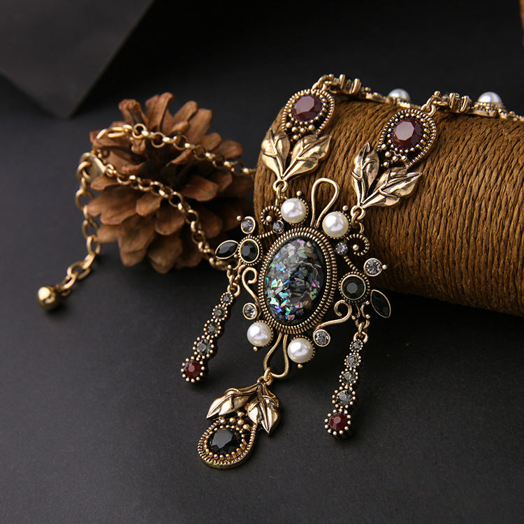 Vintage Elegant Flower Pendant Necklace