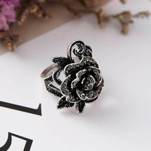 Load image into Gallery viewer, Vintage rose punk ring