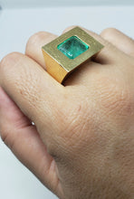Load image into Gallery viewer, Emerald Ring 18k Gold -  Size 8.5