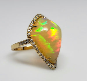 Bright  Colorful Opal & Diamond Ring 14k Gold #136