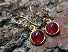 Load image into Gallery viewer, Ruby Gold Earrings