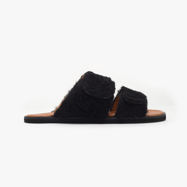 Mono Black Chinelo Fluffy