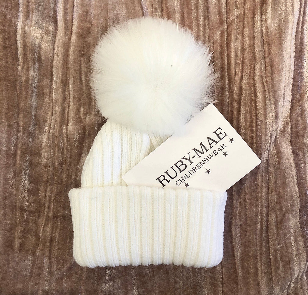 White Ribbed Pom Pom Hat