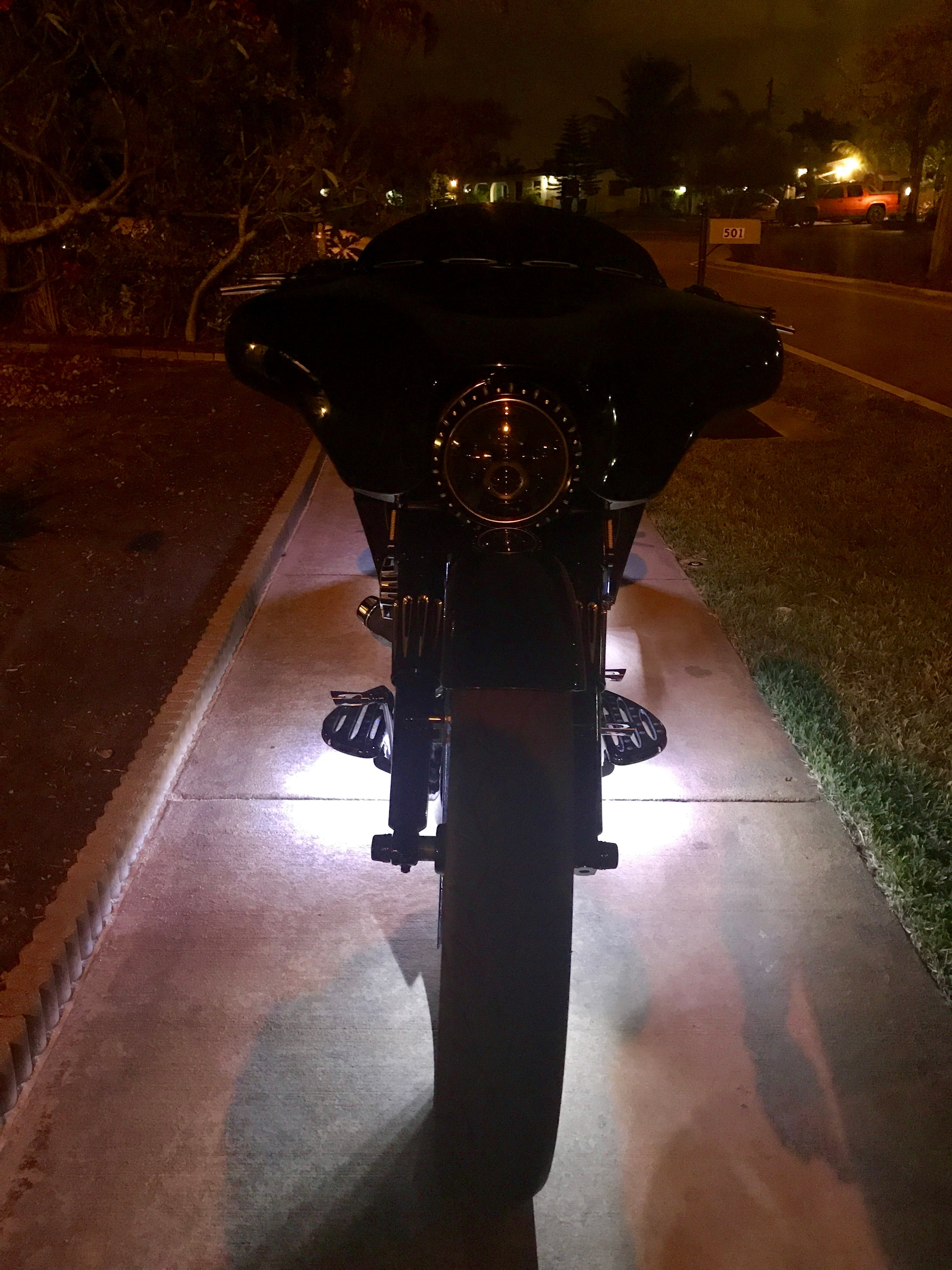 Harley Touring 09'-Present Manual Center Stand with Front & Rear Air Ride - Backyard Air Suspension & Innovations, LLC.