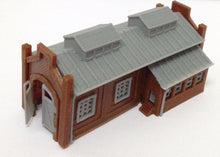 Load image into Gallery viewer, Locomotive Shed / Engine House (1-Stall) N Scale Outland Models Train Railway