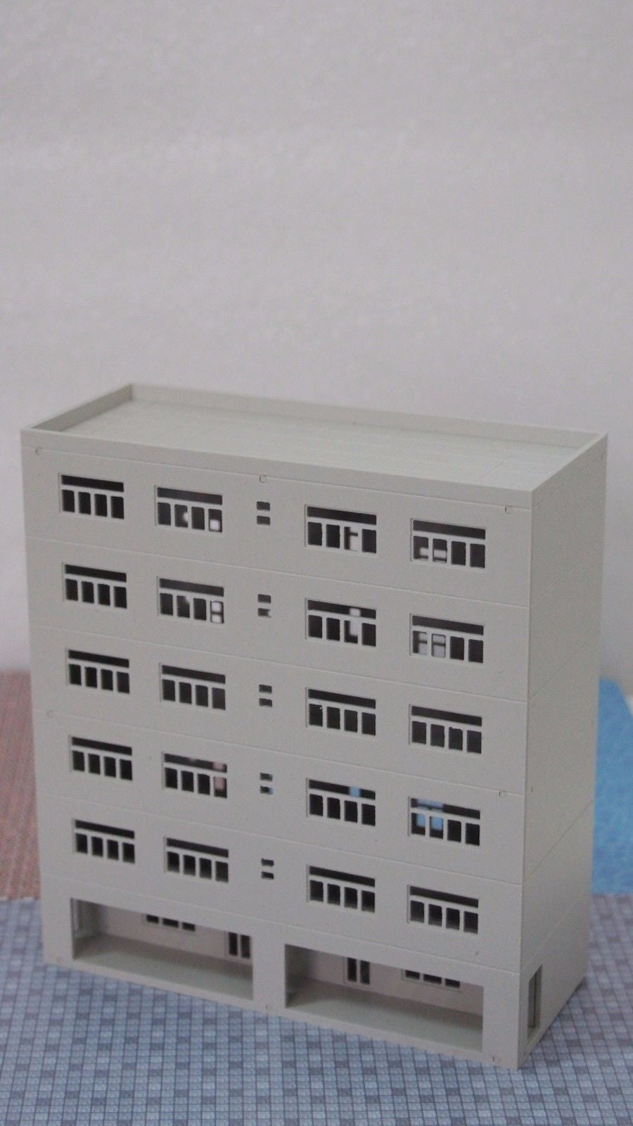 outland models Railway Colored Modern City Stylish Commercial Building N Scale