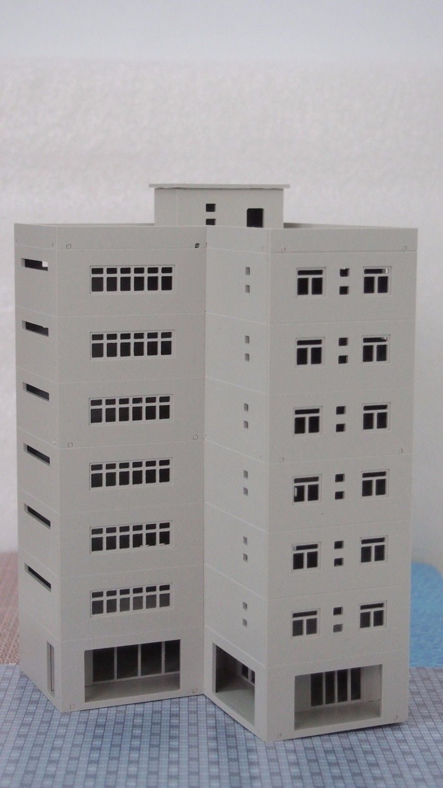 Modern Large Business Building / Office N Scale 1:160 Outland Models Railway