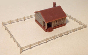 Country Cottage House with Fencings Z Scale Outland Models Train Railway Layout