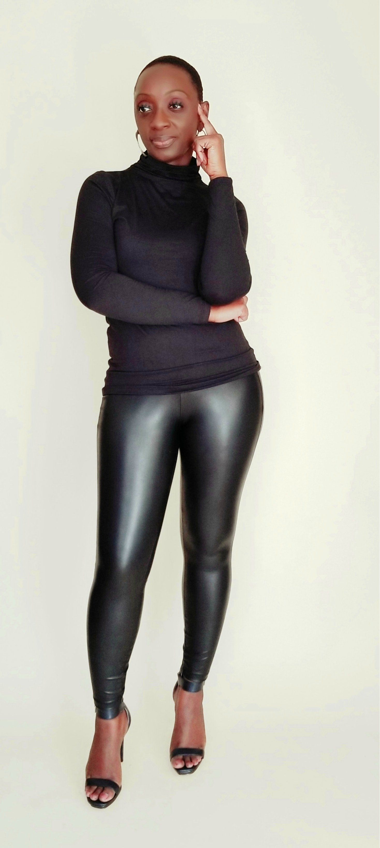 Mia | Black Essential Turtleneck