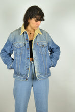 Load image into Gallery viewer, Y2K Lined Levi's Denim Jacket Medium M