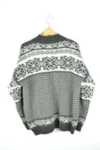 Load image into Gallery viewer, Patterned Icelndic Style Sweater Black/White L