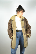 Load image into Gallery viewer, Sheepskin Shearling Jacket Vintage 70s Large L