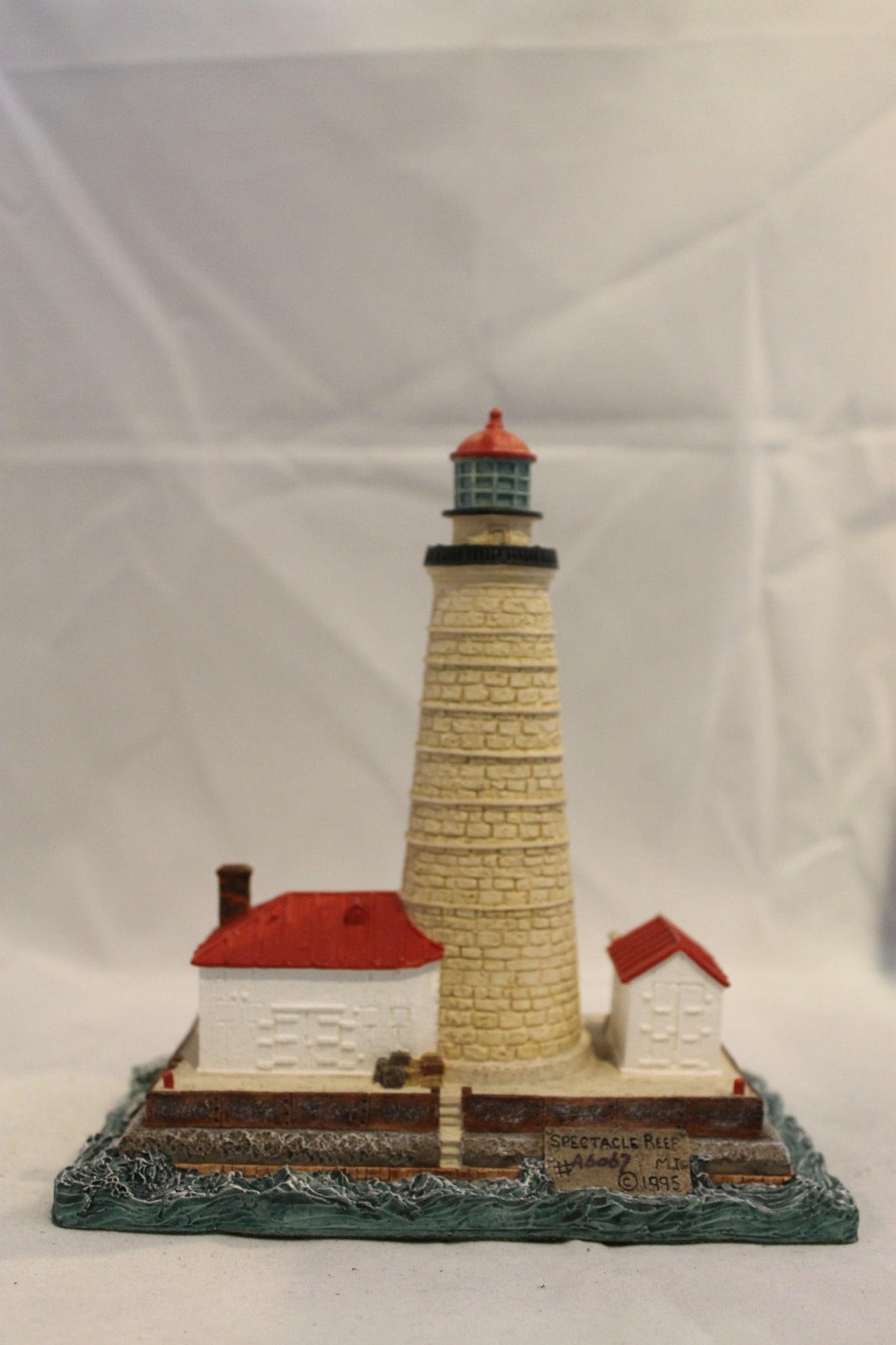 Collector Lighthouse: Spectacle Reef, MI #HL182/410
