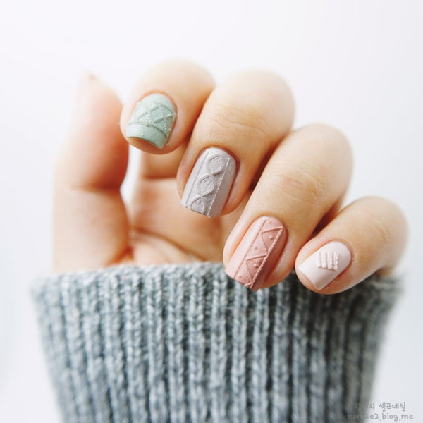 Links We Love: Knits for nails – Soko Glam