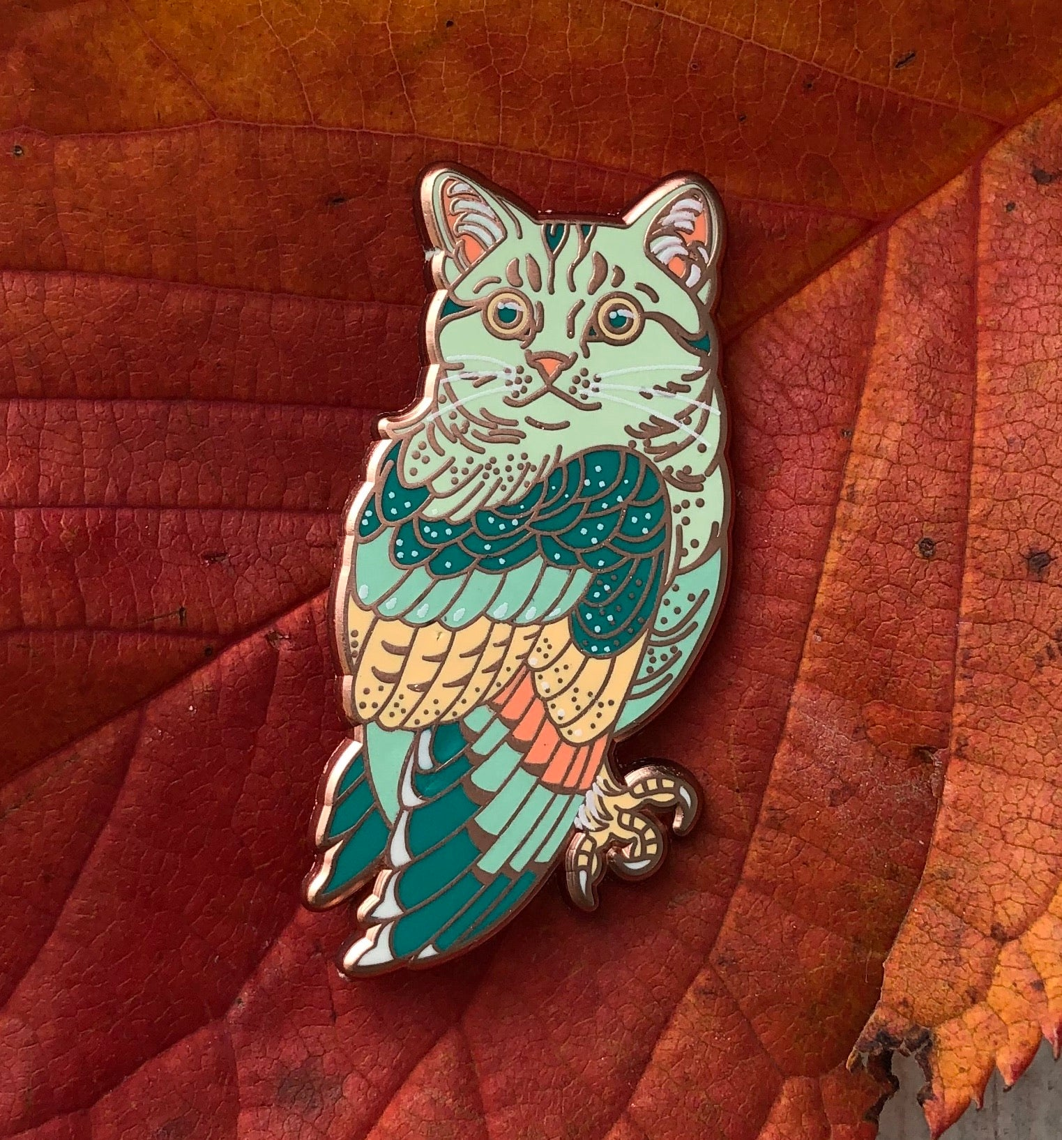 Meowl enamel pin - Mint/orange