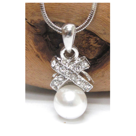 Adorable Crystal and Pearl Whitegold Necklace