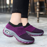 Women's athletic tennis shoe