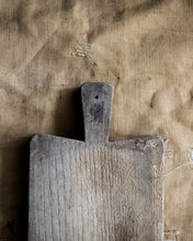 Load image into Gallery viewer, Rustic chopping board