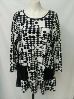 Red Coral Women's S black/white knit loose fitting dress with pockets