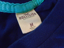 Load image into Gallery viewer, Hollister Surfing Finals Blue Crew Neck Short Sleeve Spell Out Mens T Shirt Sz M
