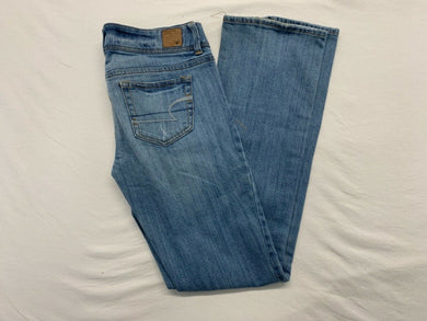 American Eagle Jeans Women's Size 2 Slim Boot Cut Stretch Distressed Low Rise