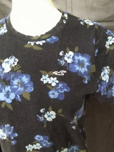 Hollister Women's M T-shirt dark blue with lighter blue with green flowers