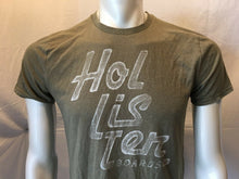 Load image into Gallery viewer, Hollister Spell Out Green Tee Men's Crew Neck Short Sleeve T Shirt Size Medium