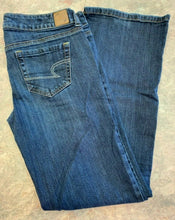 Load image into Gallery viewer, American Eagle Womens size 8 Favourite Boyfriend Jeans Stretch Cotton Spandex