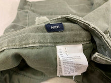 Load image into Gallery viewer, American Eagle Stretch Midi Women's 4 Green Distressed Cotton Blend Chino Shorts