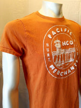 Load image into Gallery viewer, Hollister Pacific Merchants Pier Hunt Men's Orange Embroidered T Shirt Size M