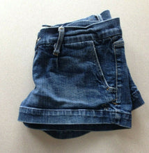 Load image into Gallery viewer, Abercrombie and Fitch Women's Size 2 Low Rise Zipper Fly Blue Jean Short Shorts