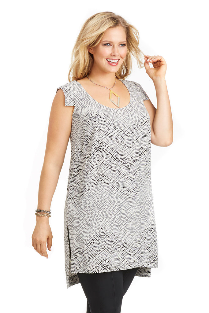 PLUS SIZE MOSAIC TUNIC IN BLACK AND WHITE