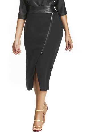 CURVE HUGGING MOTO SKIRT IN BLACK