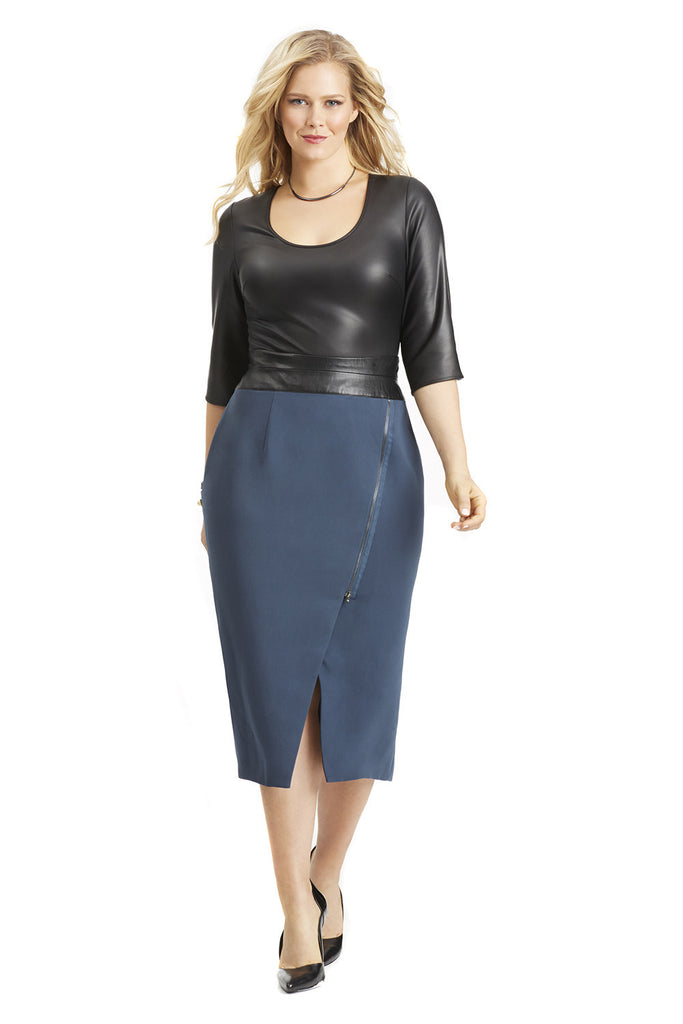 CURVE HUGGING MOTO SKIRT IN NAVY