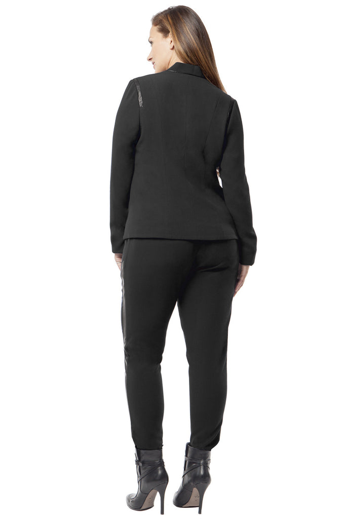 SLIMMING PLUS SIZE BLAZER IN BLACK