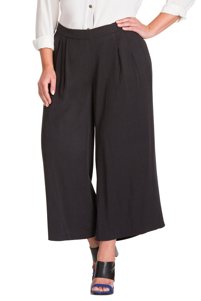 Plus Size Trendy Culottes in Black