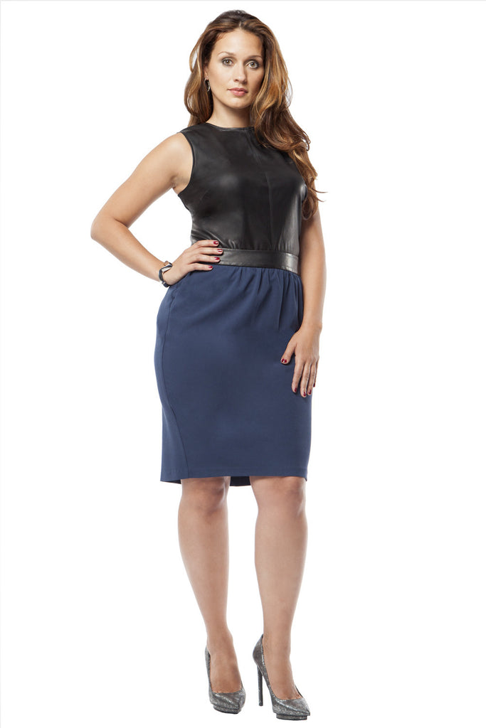 PLUS SIZE NAVY PEGGED PENCIL SKIRT