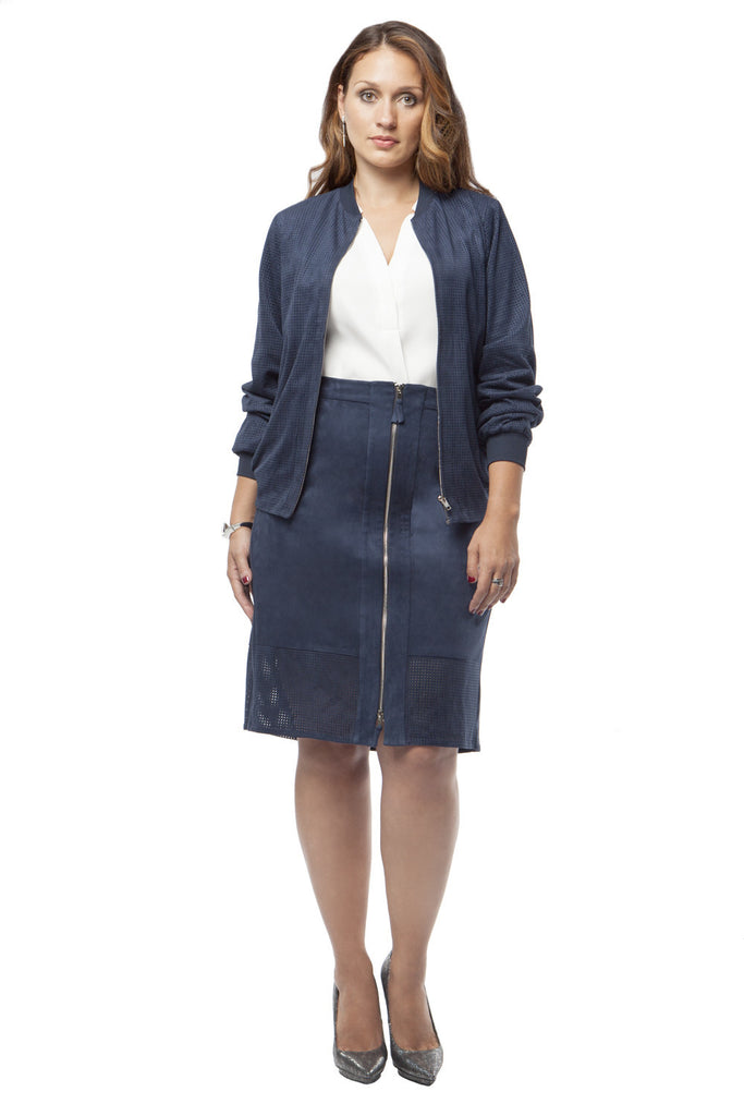 PLUS SIZE FRONT ZIP PERFORATED SKIRT IN NAVY