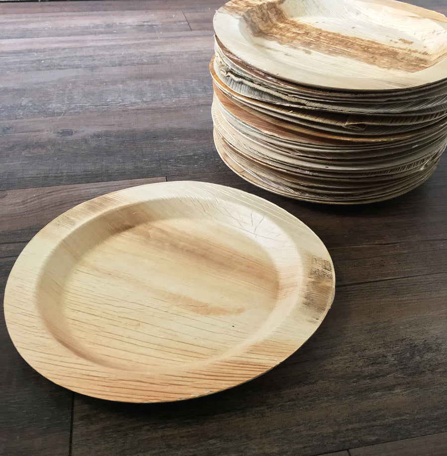 "9"" x 9"" Round Lip Palm Leaf Plate (25 count Retail Pack)-VerTerra Dinnerware"