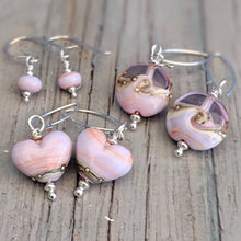 Load image into Gallery viewer, Seashell Heart Earrings