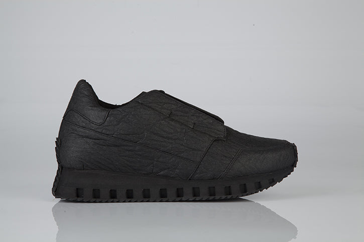 INSIGHT III running sneaker with hidden laces BLACK piñatex
